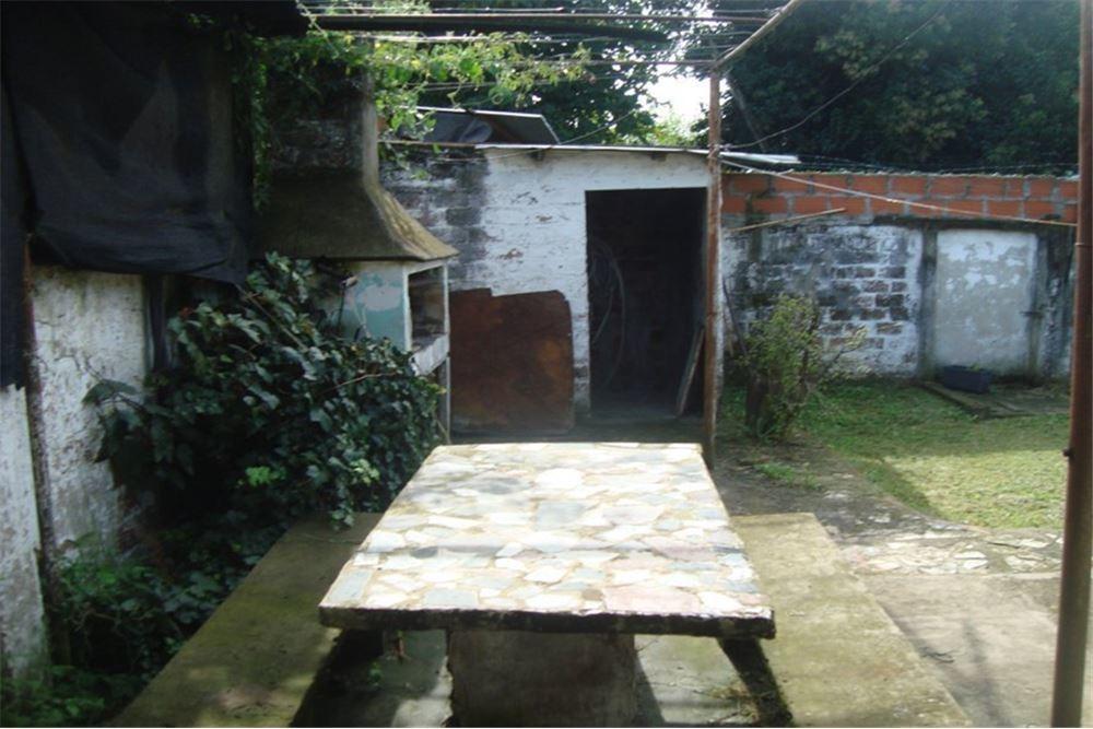 casa 3 ambientes c/cochera y gran espacio libre