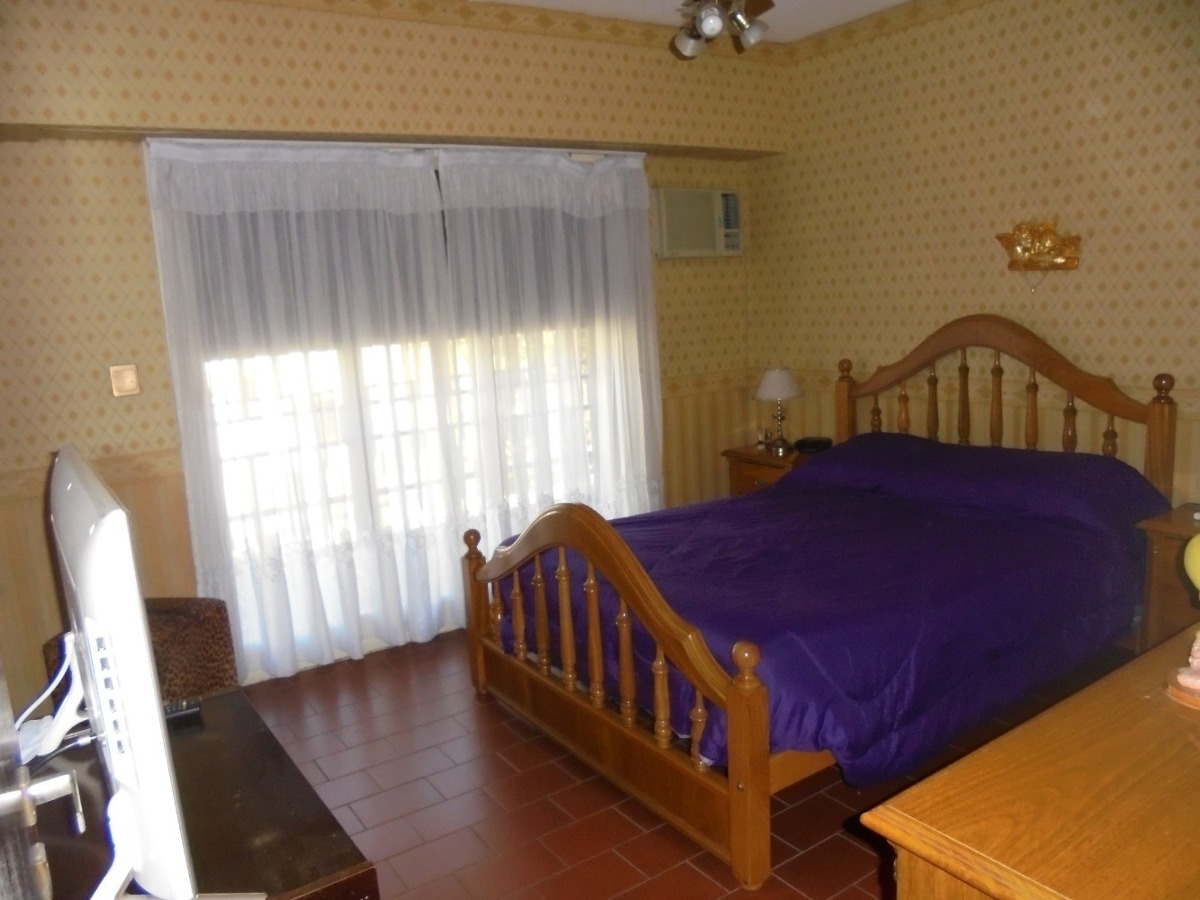 casa 3 ambientes cochera parque chacabuco lanza 2425