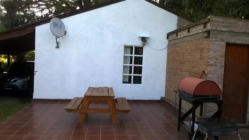 casa 3 ambientes con amplio fondo.
