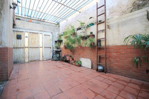casa 3 ambientes con cochera en pompeya