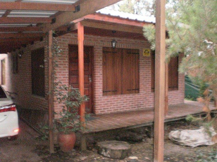 casa 3 ambientes con dependencia. pileta. apto credito. zona bosque peralta ramos.