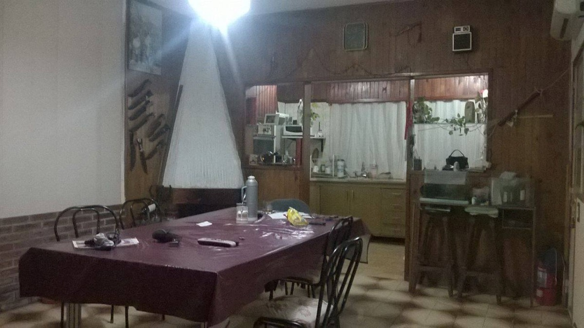 casa 3 ambientes con fondo