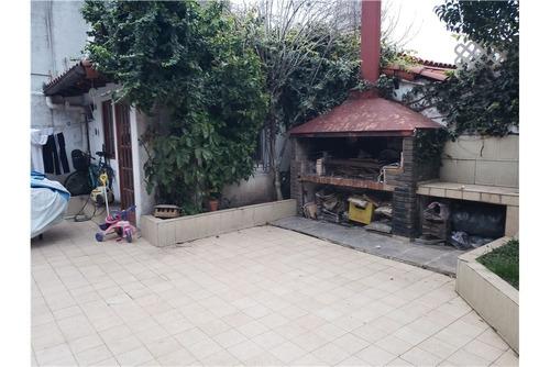 casa 3 ambientes con fondo y garage en ramos mejia
