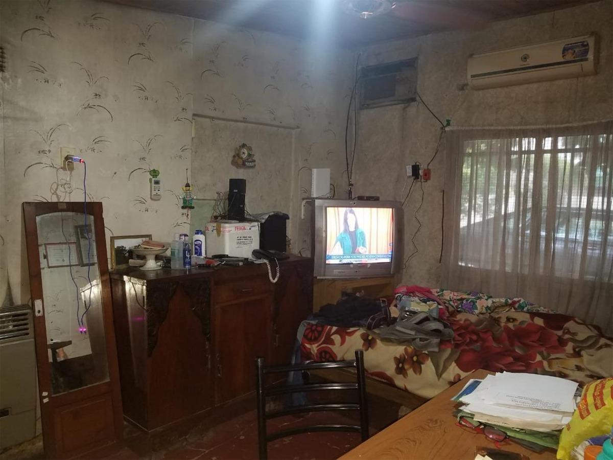 casa 3 ambientes con garaje y espacio ideal uso comercial.