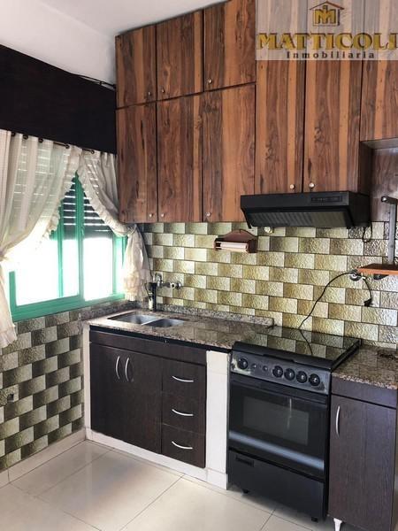 casa 3 ambientes con local al frente en villa ballester