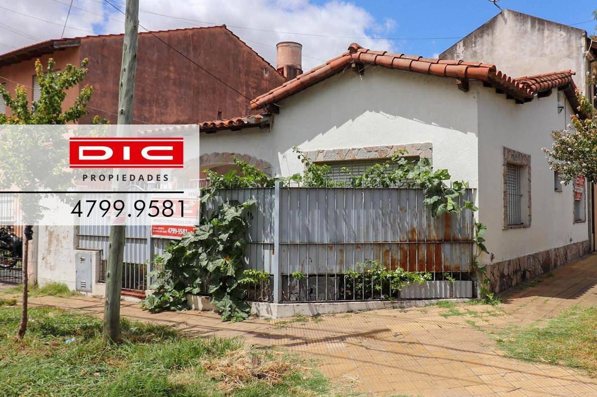 casa 3 ambientes con patio en muy buen estado ubicado en olivos
