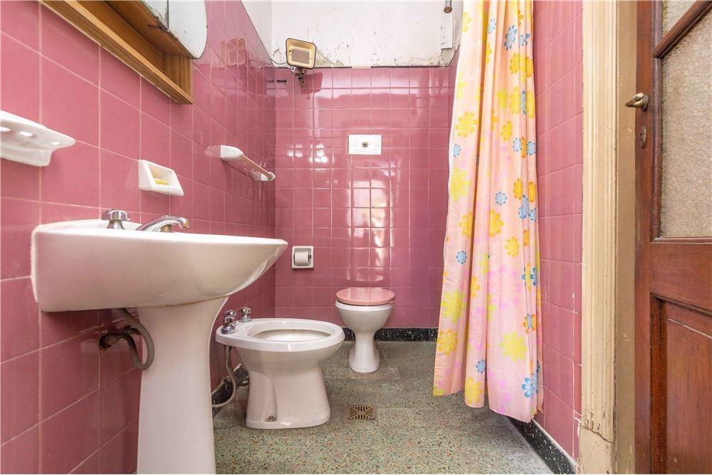 casa 3 ambientes en liniers cochera bajo de precio