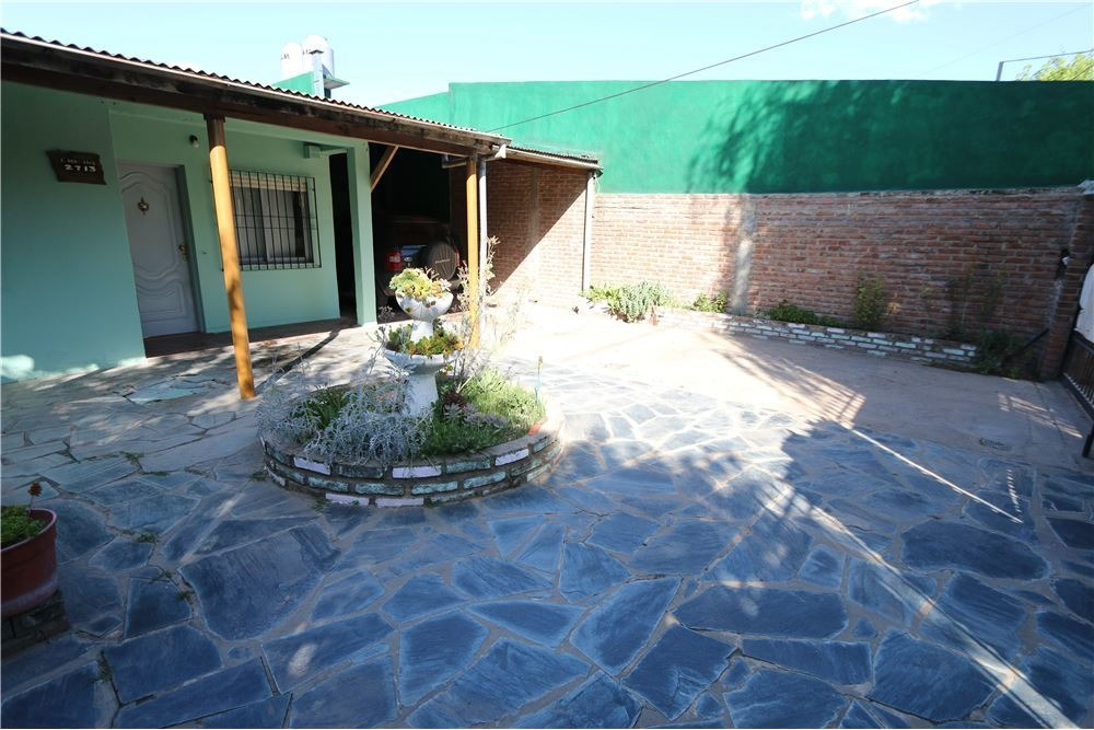 casa 3 ambientes en paso del rey moreno lote 400m2 con cochera, jardín y quincho