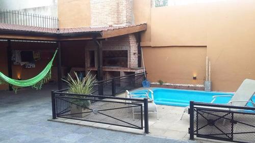 casa 3 ambientes/ fondo con piscina/ todo impecable!