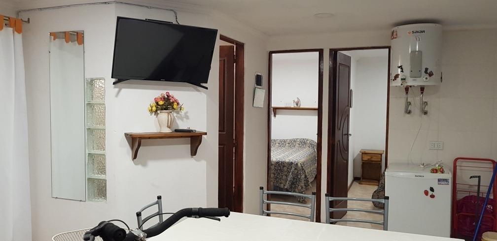 casa 3 ambientes , fondo,  parrilla