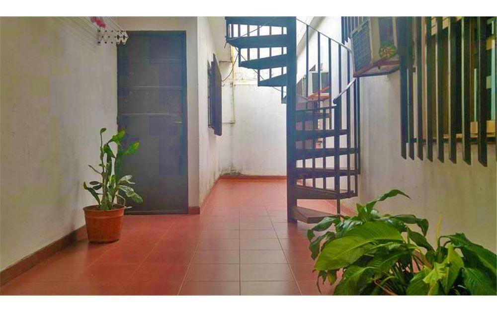 casa 3 ambientes san justo - con jardín y cochera