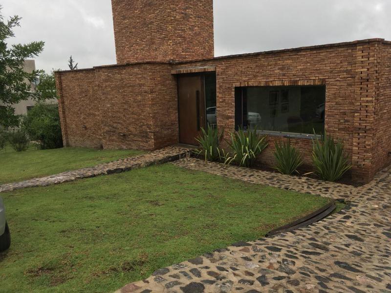 casa 3 dor barrio mendiolaza
