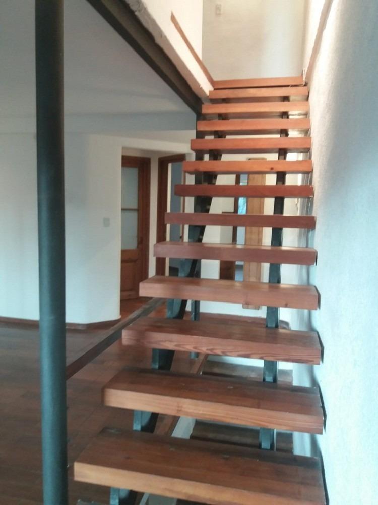 casa 3 dorm +1. en tres niveles. hermosa de diseño.