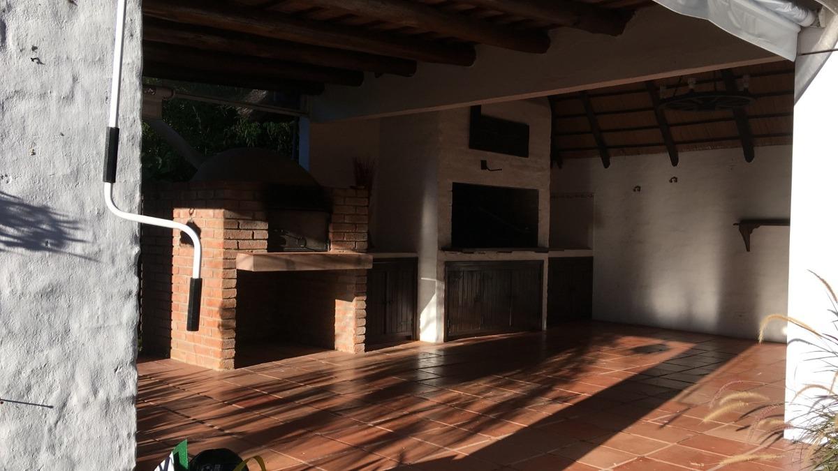 casa 3 dorm, 3 baños, barbacoa cerrada y piscina climatizada