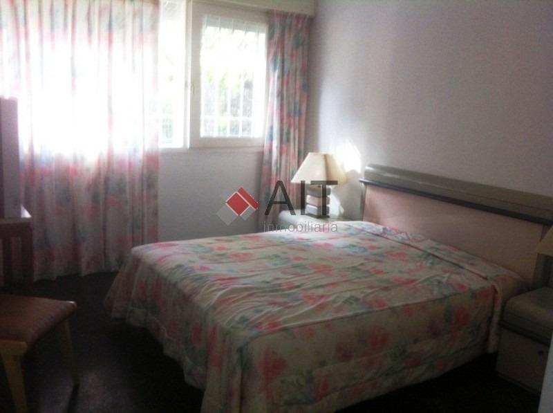 casa 3 dorm. sobre importante avenida y cerca de la playa. muy buena renta.-ref:5481