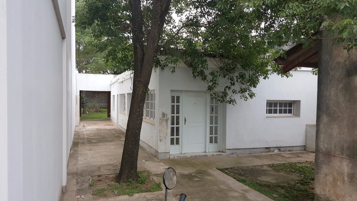 casa 3 dormitorios con gran parque a metros de la municipalidad!