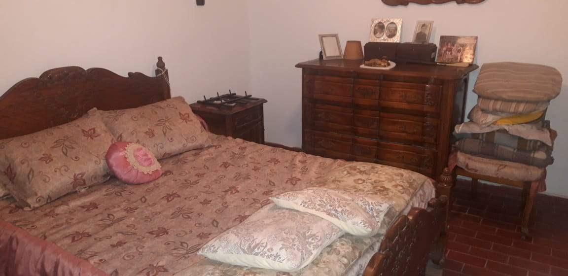 casa 3 dormitorios con patio quincho con asador y cochera pasante en urca