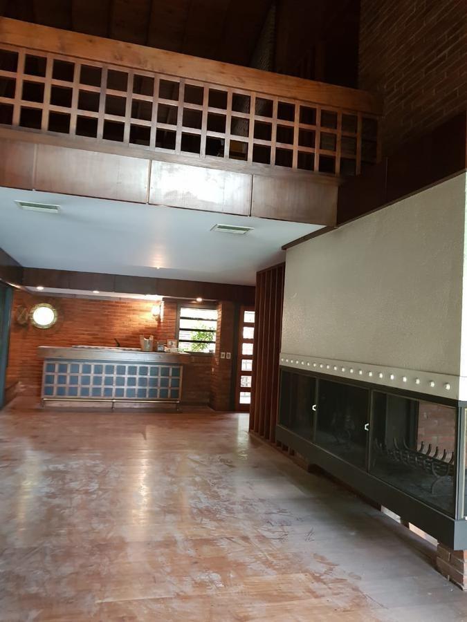 casa 3 dormitorios con playroom, en el bajo de beccar. pileta.