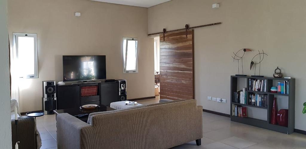 casa 3 dormitorios en barrio náutico san marco.-