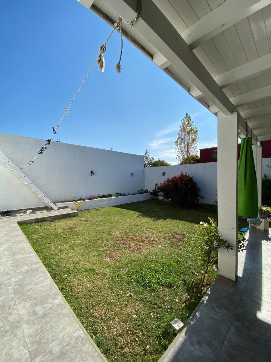 casa 3 dormitorios - fisherton - amplia luminosa -con patio