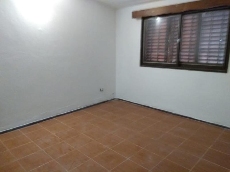 casa 3 dormitorios frente a plaza- b° ipona