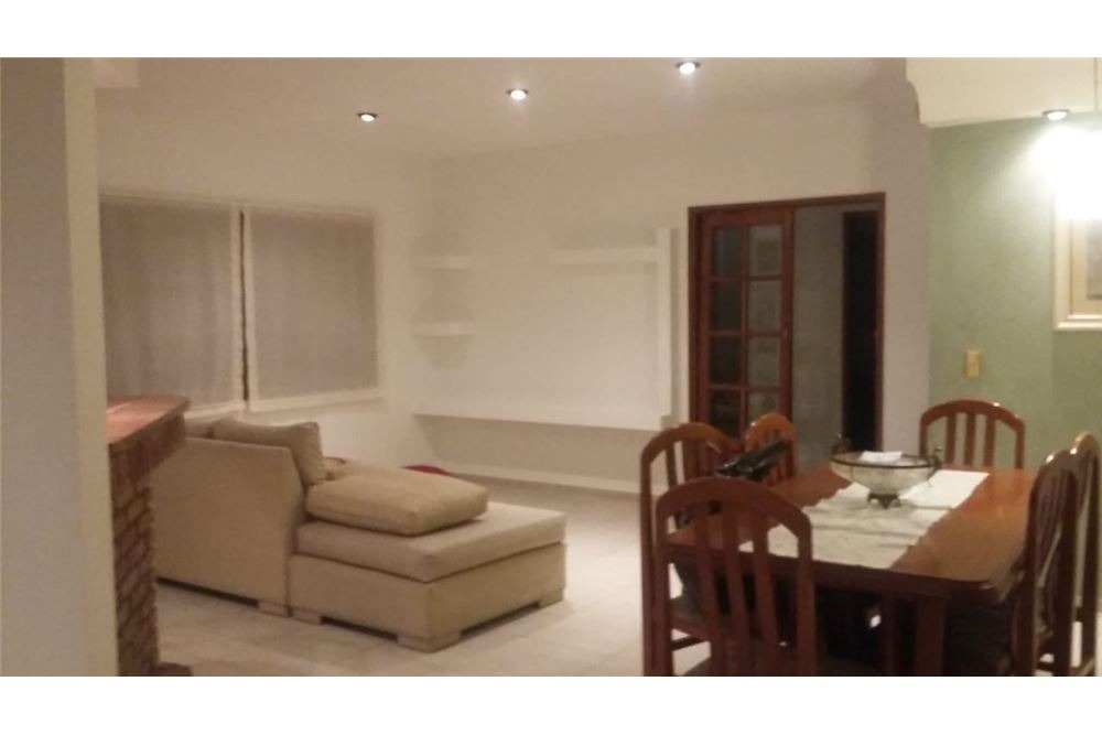 casa 3 dormitorios, jardín, pileta, quincho.