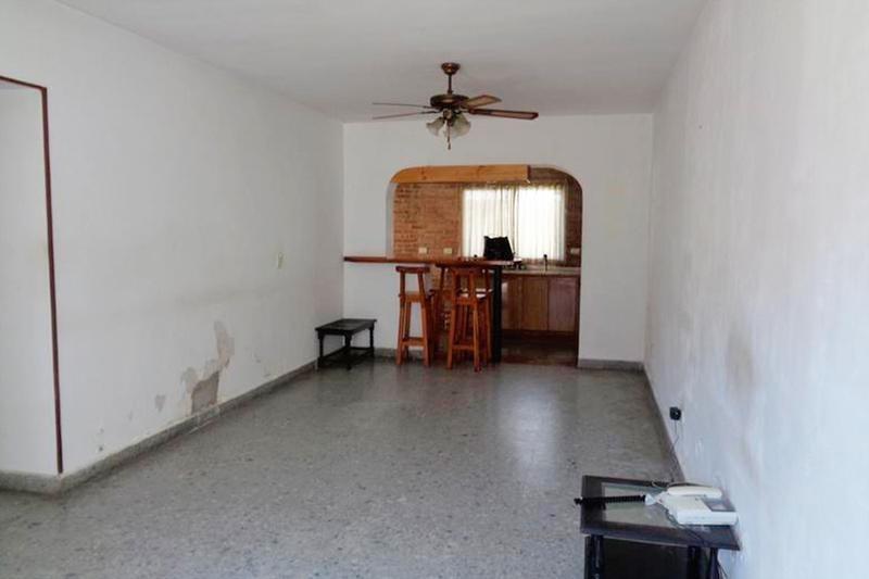 casa - 3 dormitorios - jardín - quincho - 2 cocheras - ideal reciclar - vicente lopez