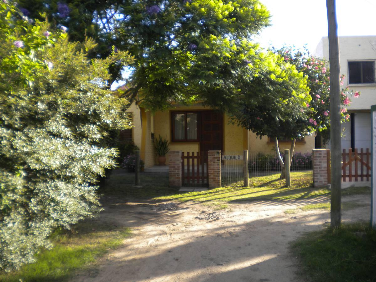 casa  3 dormitorios, parrillero, garage, zona muy tranquila.