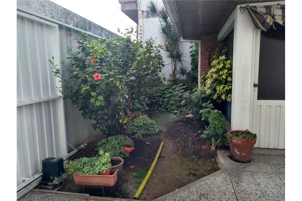 casa 3 dormitorios,  playroom, patio quilmes
