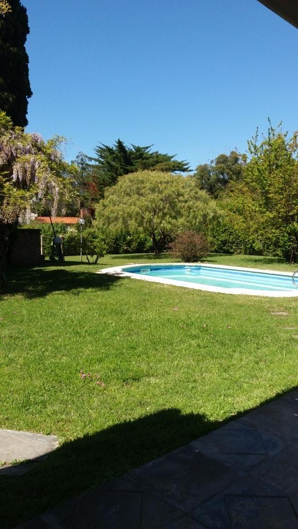 casa 3 dormitorios y 2 baños. gran parque piscina y barbacoa