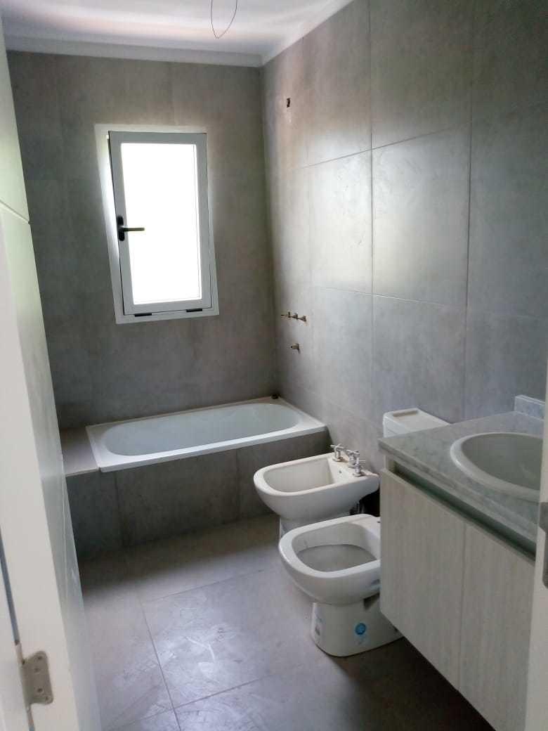 casa  3 dormitorios  zona villa belgrano colegio la salle