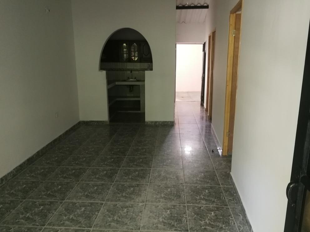 casa 3 habitaciones, 1 baño, patio amplio