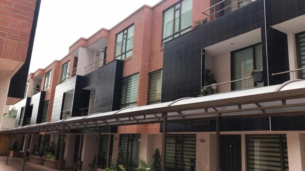 casa 3 habitaciones, 3 baños, 2 parqueaderos y bodega de 4m2