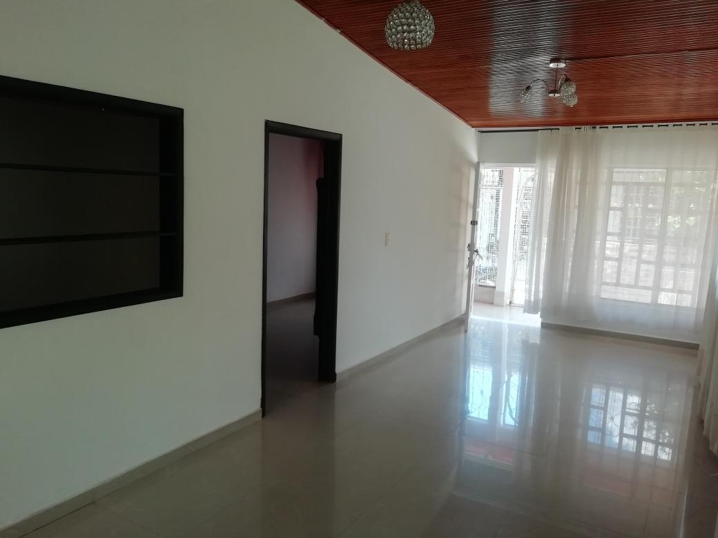 casa 3 habitaciones,patio, sala, comedor, 1 baño, cocina