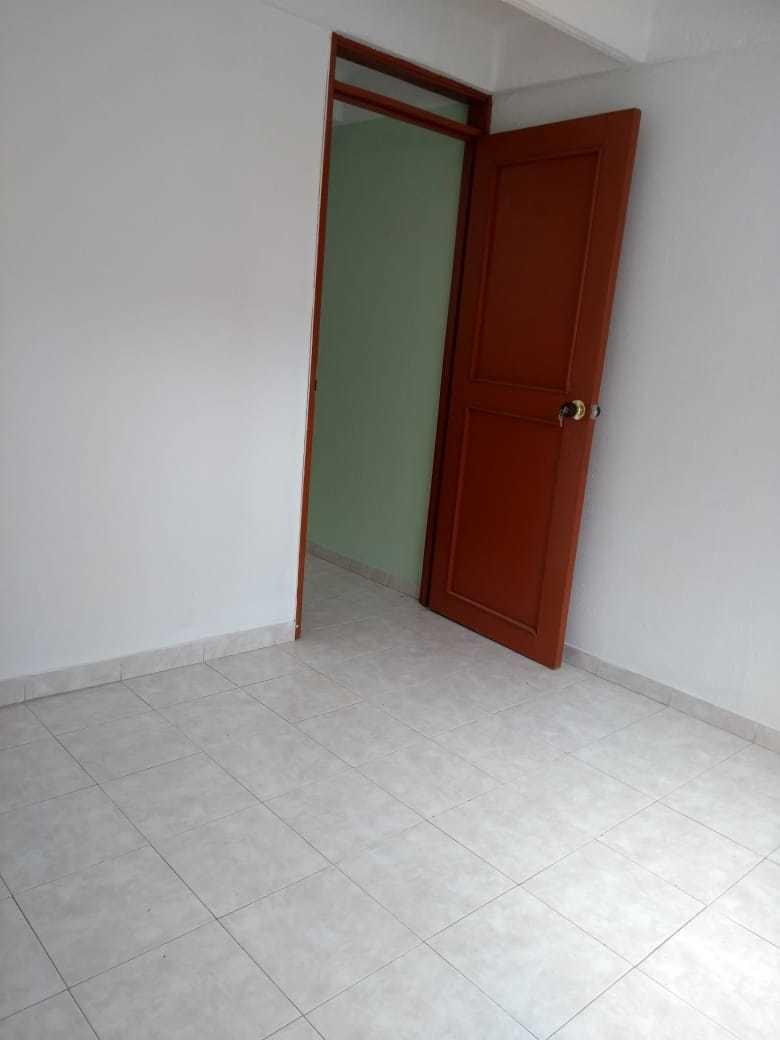 casa 3 pisos. 3 baños, 3 habitaciones, cocina, patio de ropa