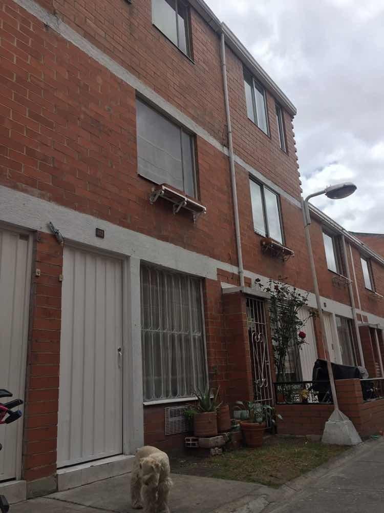 casa 3 pisos ; 3 habitaciones ; excelente ubicación bogotá