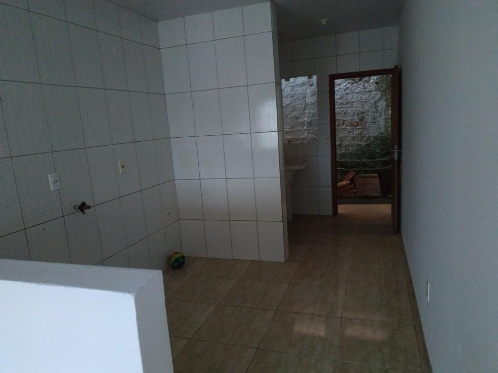 casa  3 quartos 1 banheiro cozinha americana lavanderia sala