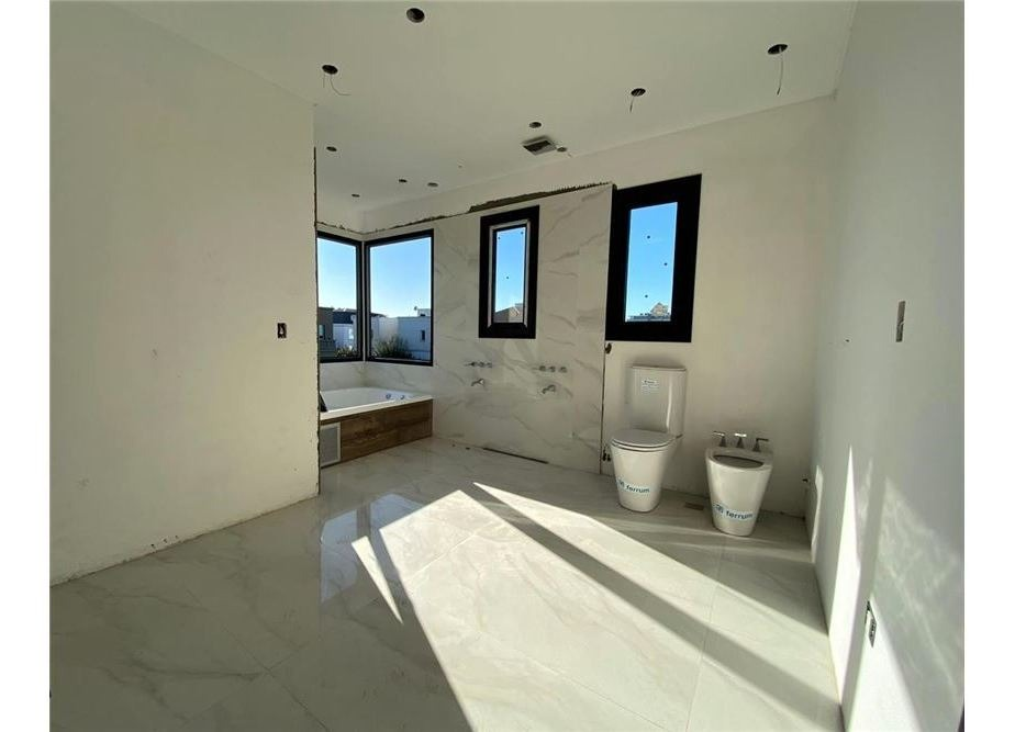 casa 349m2 cub distrib 3 plantas, b° nuevo quilmes