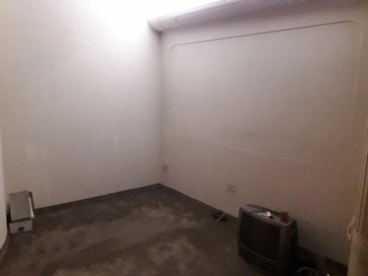 casa 4 amb. 2 plantas. amplio garage. terraza. pileta.