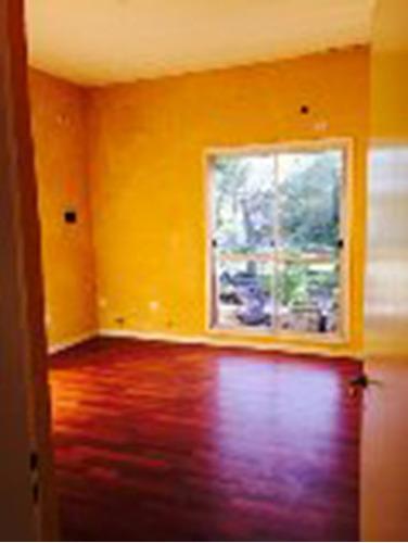 casa 4 amb. 2 plantas + depto. s/lote de 10 x 35 mts.