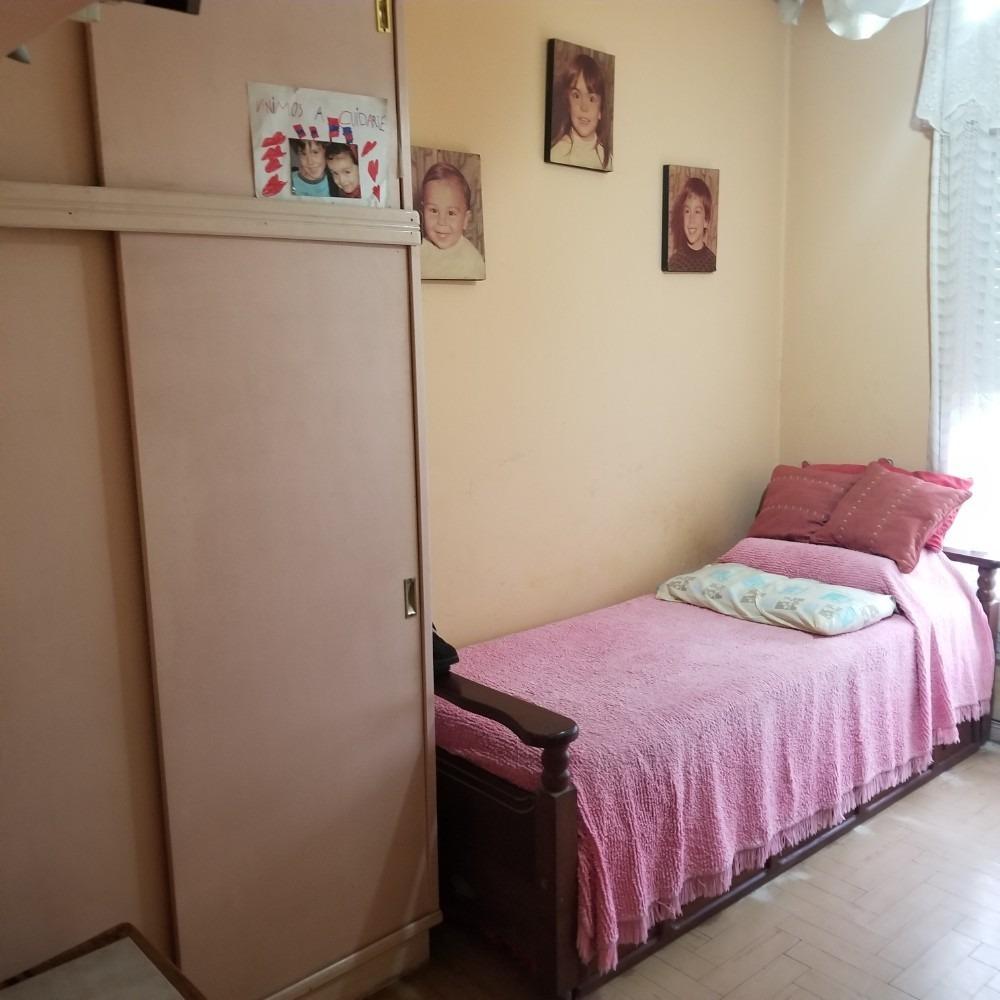 casa   4 amb + 3 amb.   patio   2 coch   ideal 2 familias  