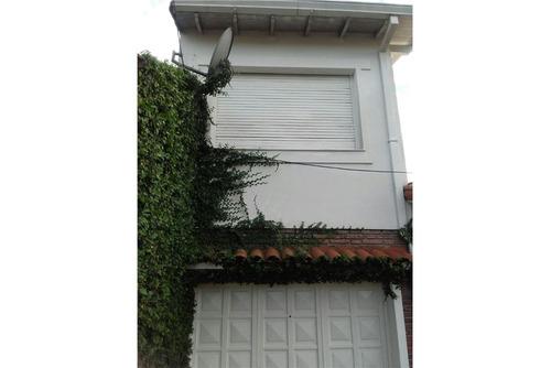 casa 4 amb c garaje x2, jardín, parrilla y patio.