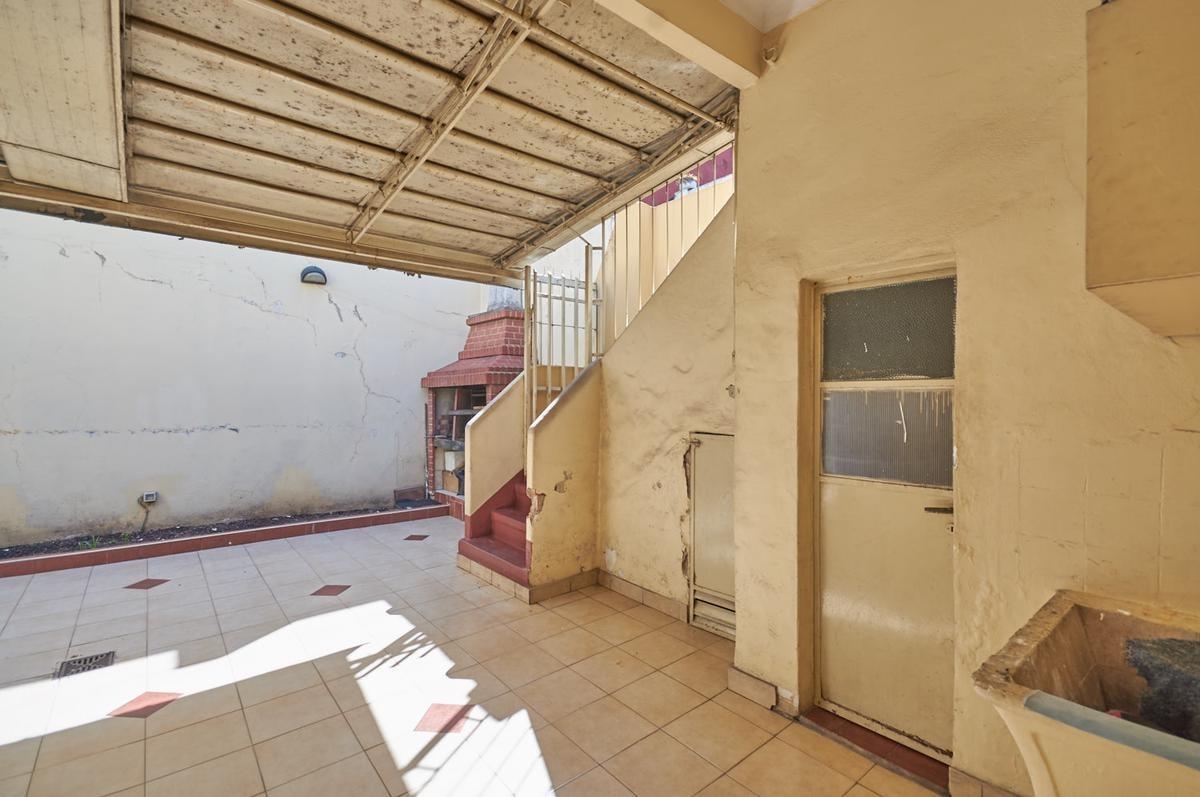 casa 4 amb cochera cubierta patio con parrilla terraza quincho cubierto.