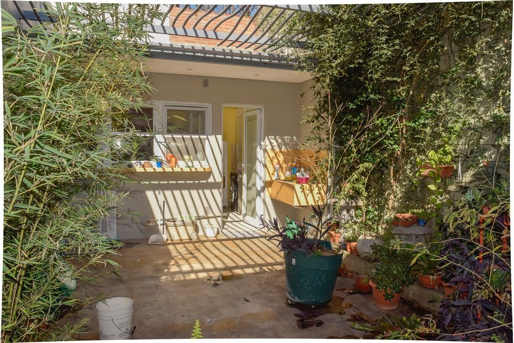 casa 4 amb c/patio y garage  excelente estado.