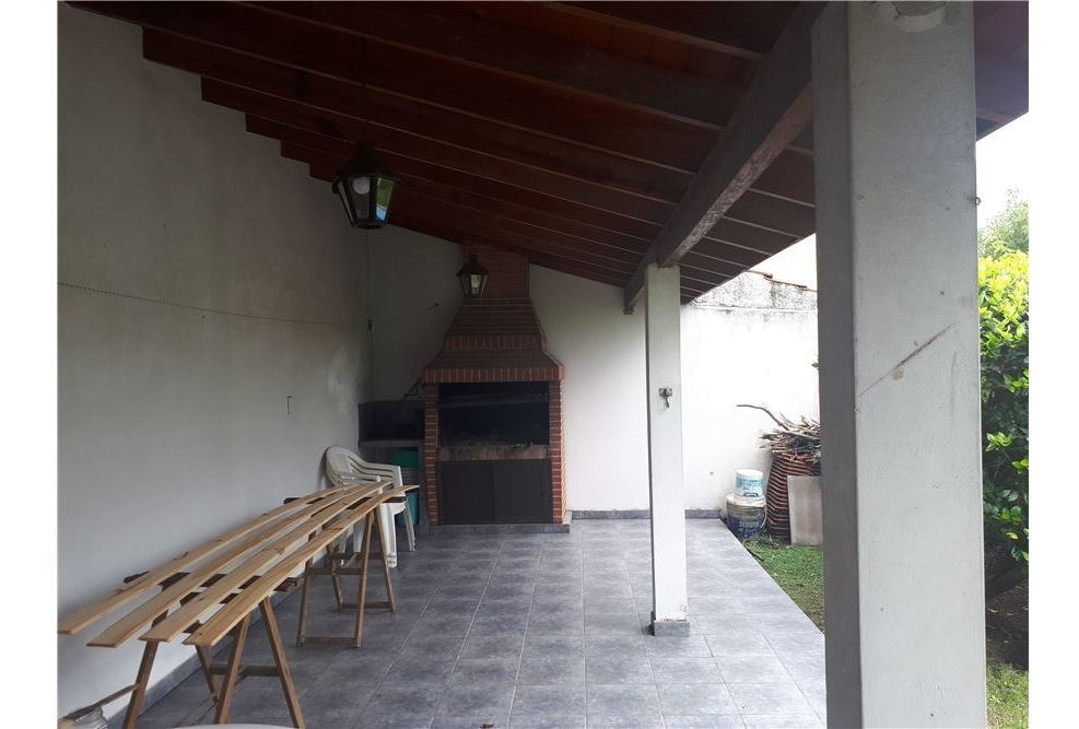 casa 4 amb. haedo. c/cochera/parque/pileta