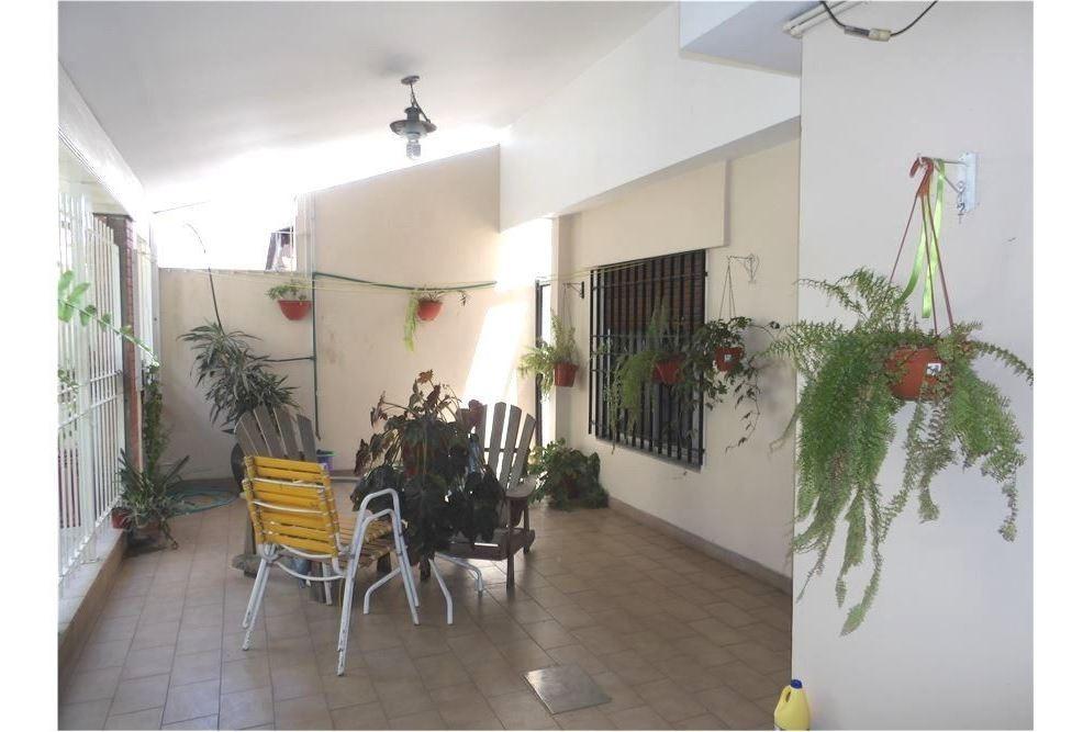 casa 4 amb, jardin cochera y sala de juegos.