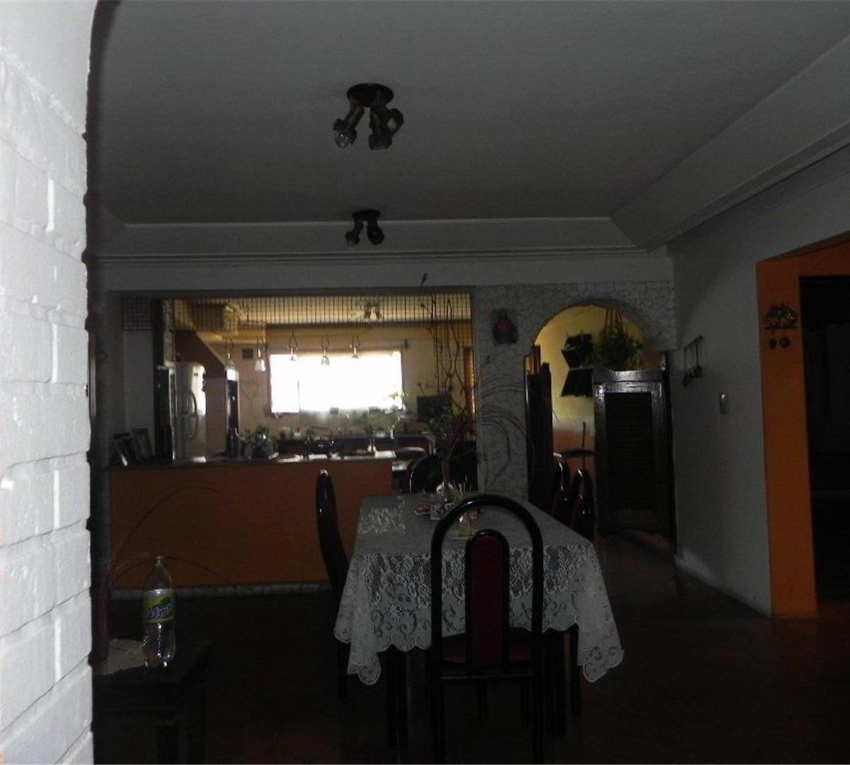 casa - 4 amb - lote 10 x 25  garage y fondo