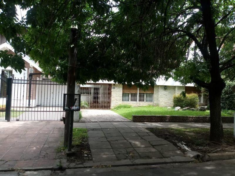 casa 4 amb. / lote 700 m2 en ituzaingo - ideal constructor