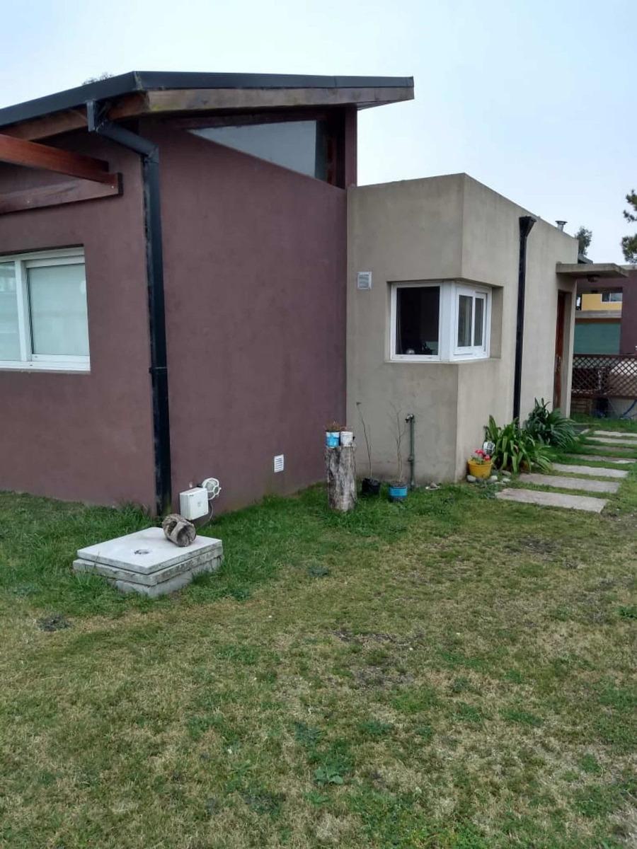 casa 4 ambiente en condominio. permuto menor valor!