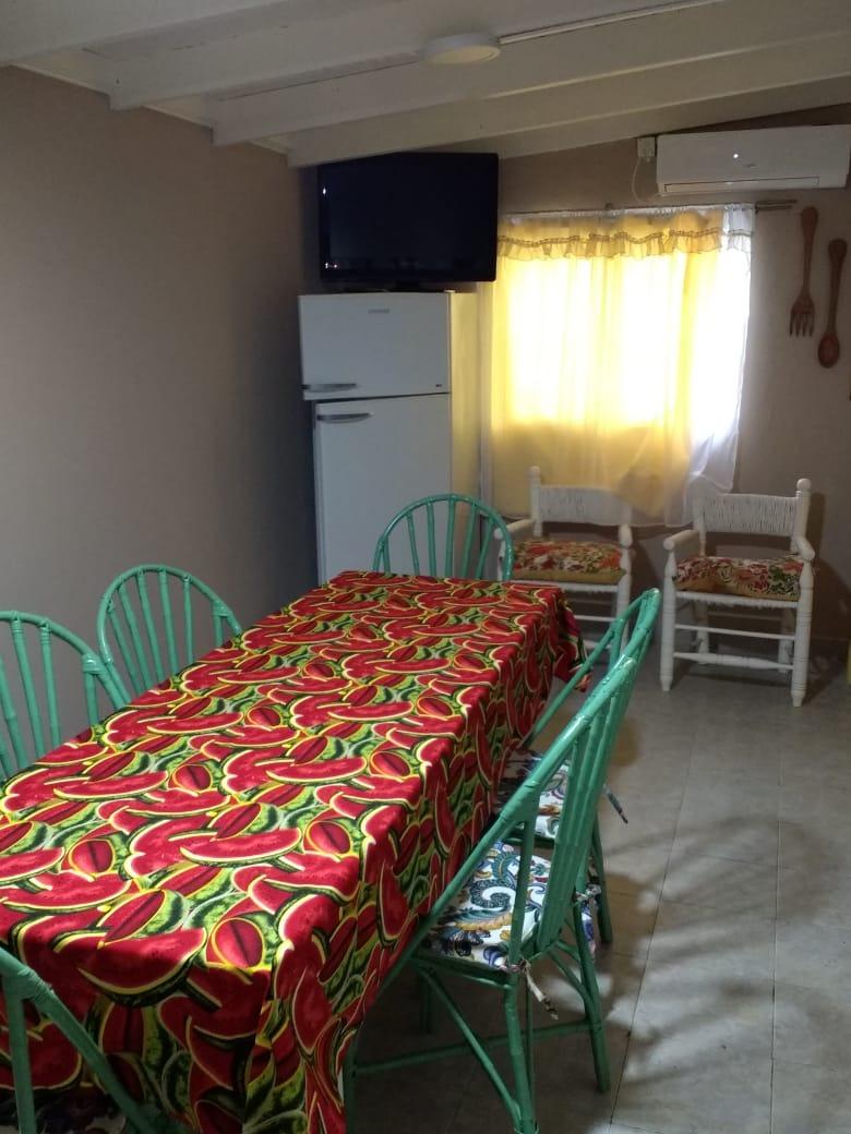 casa 4 ambientes , 2 habitaciones , comedor, quincho, pileta